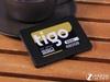 金泰克S500(480GB)固态硬盘在外观规格方面使用了目前常见的2.5英寸规格,全金属的材质带来更好的耐用性。在性能方面,硬盘配备了PHISONPS3108主控芯片作为性能核心,东芝A19MLC闪存在保证存储速度的前提下大大降低了硬盘的功耗表现。
